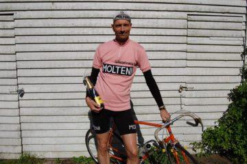 Det lykkedes Niels at forsvare Maglia Rosa ved Grejsdalsløbet 2015 - i mål ventede der belgisk øl fra arrangørerne