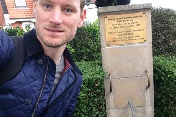 Kasper ved monumentet i Eddy Merckx's barndomsby