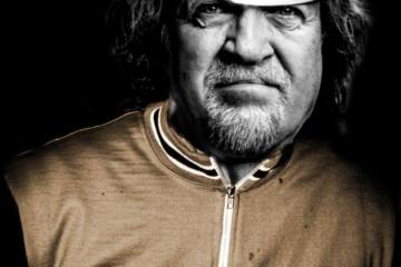 Psykoterapeut Carl Mar Møller i Squadra Molteni cylkeltrøje og cap