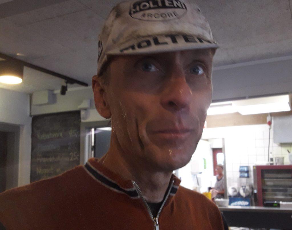 Eigil punkterede 2 gange. Kæmpede vildt. I mål lignede han en våd kulminearbejder.